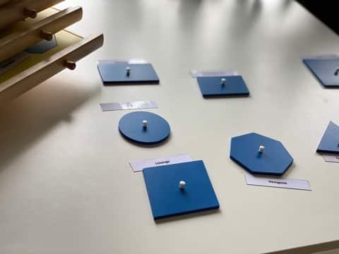 figures planes géométriques - Montessori