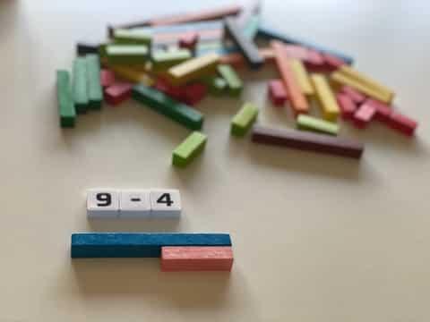 Soustraire des nombres avec les réglettes Cuisenaire